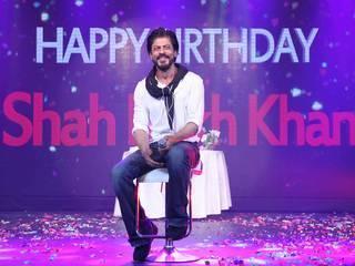 Shah Rukh Khan Cuts Cake With The Scribes On 50th Birthday