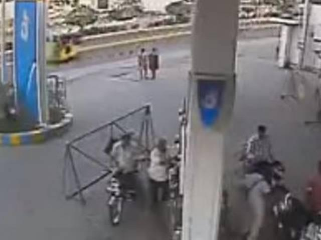 this is why you should not use mobile on a petrol pump