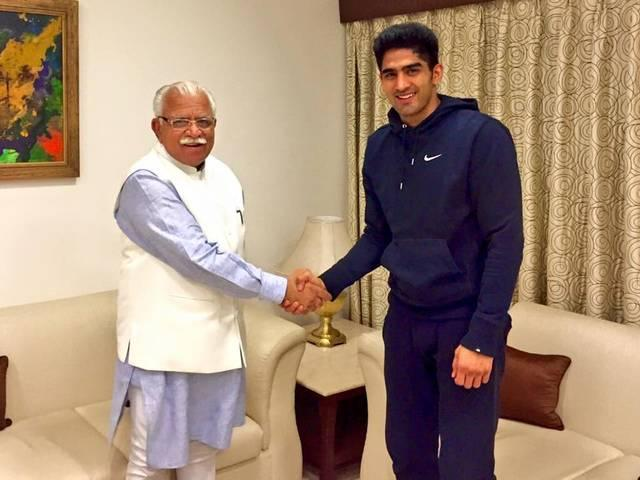 Vijender meets Haryana CM, offers support to sports schemes