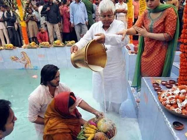 Chhath observed at Nitish, Lalu homes
