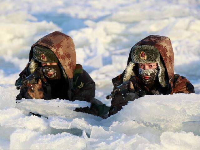Chinese frontier guards defying freezing cold