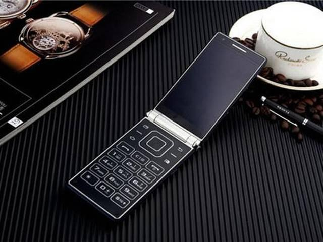 Samsung W2016 Dual-Display Android Flip Phone With 3GB RAM Launched