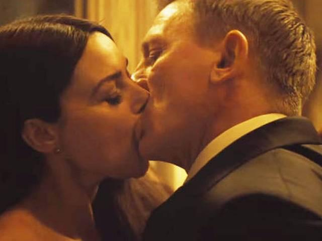 WATCH: kissing Scene That Censor Board Deleted From Spectre!