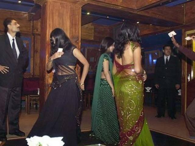 Supreme Court Directs Maharashtra Government to Issue Dance Bar Licences