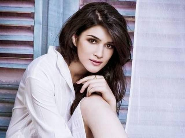 kriti sanon denied to tell about half girlfriend