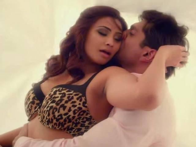Daisy shah wants different type of roles in films