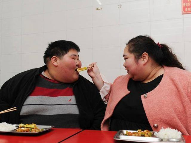 chinese couple redies to reduce weight