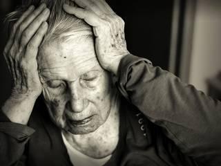 walking in seniors may signal alzheimer's dangerous