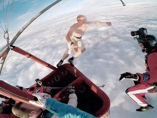 man jumps from 13000 feet without parachute