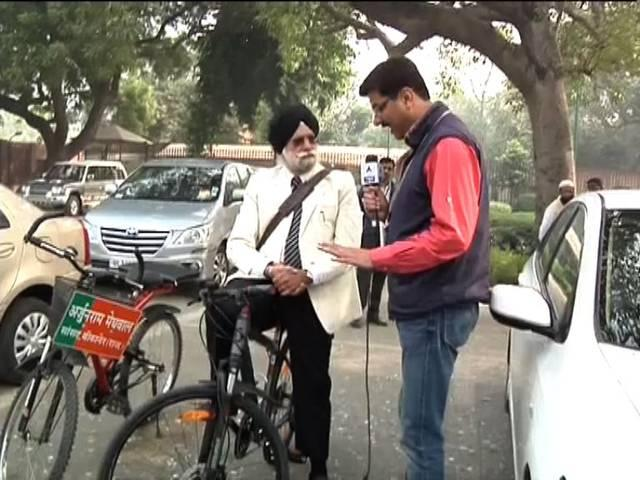 MP Tulsi on Cycle ride