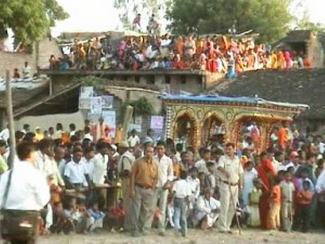जहां हकीकत में भिडती हैं राम और रावण की सेनाएं