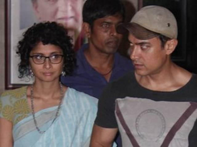 पत्नी किरण संग संजय दत्त से मिले आमिर खान
