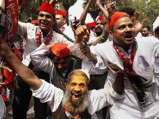 होली से पहले जीत के रंग में रंगी समाजवादी पार्टी