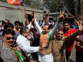 दिल्ली एमसीडी चुनाव: बीजेपी के खेमे में खुशी का माहौल