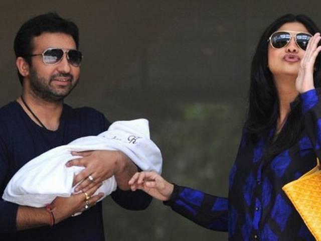 बेटे संग अस्पताल से घर लौटे शिल्पा और राज कुंद्रा