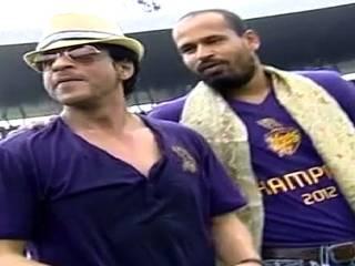 शाहरुख और जूही संग केकेआर ने मनाया जीत का जश्न