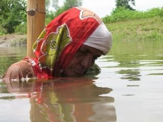 मध्यप्रदेश में बांध के खिलाफ जल सत्याग्रह