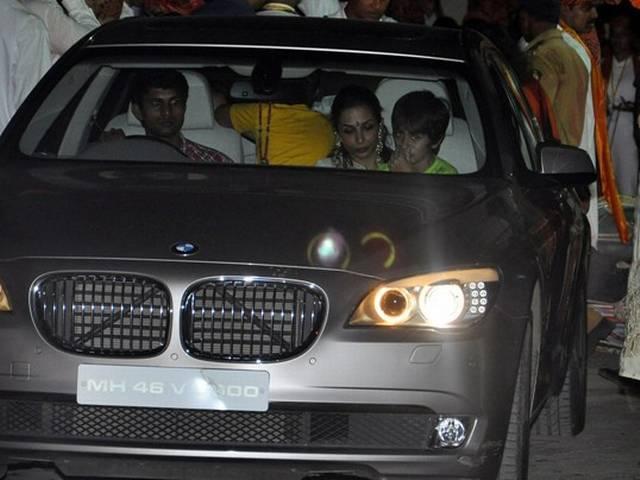 तस्वीरों में डेढ़ दिन के गणपति को बॉलीवुड की विदाई