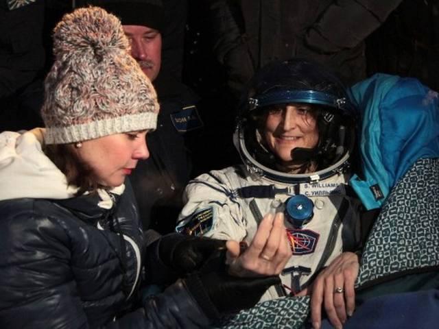 धरती पर लौटी भारत की बेटी सुनीता विलियम्स