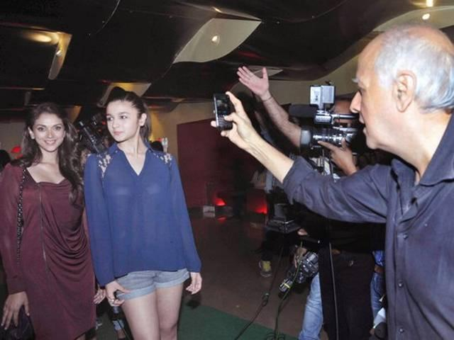 'मर्डर 3' की स्पेशल स्क्रीनिंग में आलिया की मस्ती