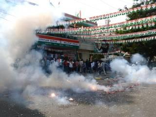 कांग्रेसियों ने जमकर मनाया कर्नाटक में जीत का जश्न