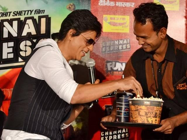 भोपाल में चेन्नई एक्सप्रेस का प्रचार करते SRK