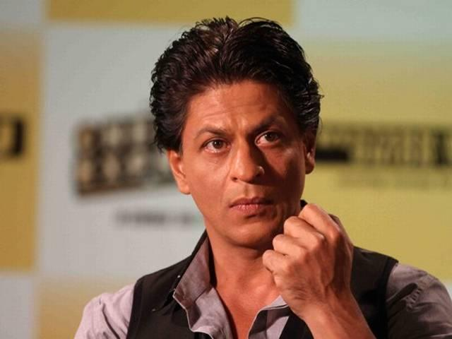 मुंबई में चेन्नई एक्सप्रेस का प्रचार करते शाहरुख