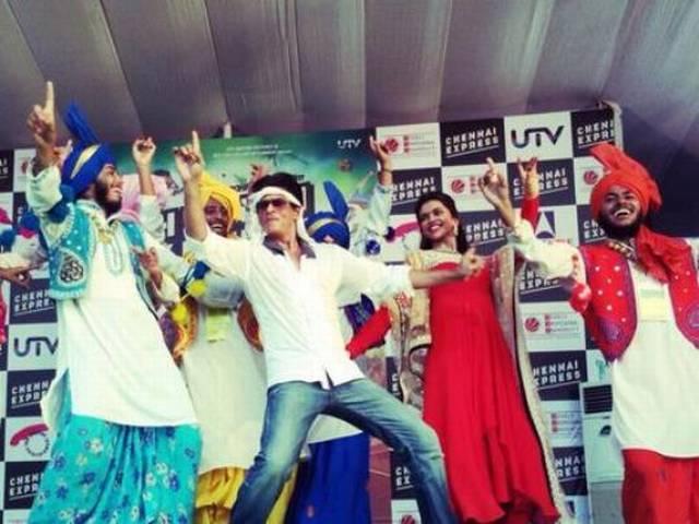 एबीपी के न्यूज़ रूम में दंग रह गए शाहरुख