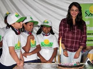 ईशा ने बच्चों के साथ मनाया जन्मदिन