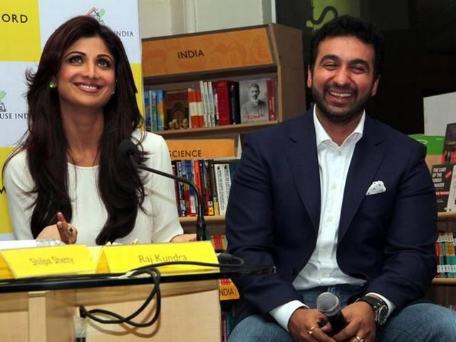 तस्वीरों में देखें पति को कुछ यूं सपोर्ट कर रही हैं शिल्पा