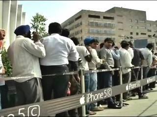 देखें: देश में आईफोन 5S, 5C को लेकर कैसी है दीवानगी