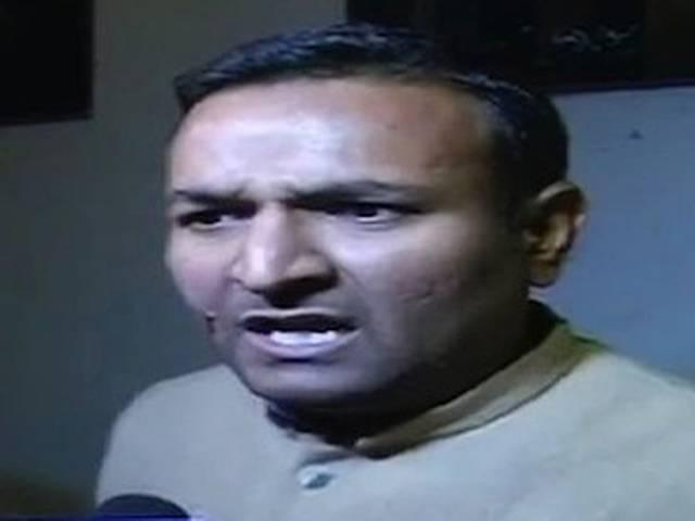 अन्ना के कथित समर्थक ने केजरीवाल पर फेंके काली स्याही