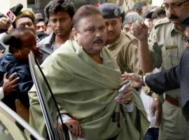 EC bars Madan Mitra from using mobile phone in hospital