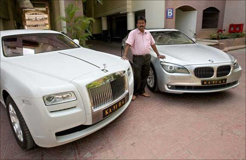 meet ramesh babu a bengaluru barber who owns rolls royce and bmw. Black Bedroom Furniture Sets. Home Design Ideas