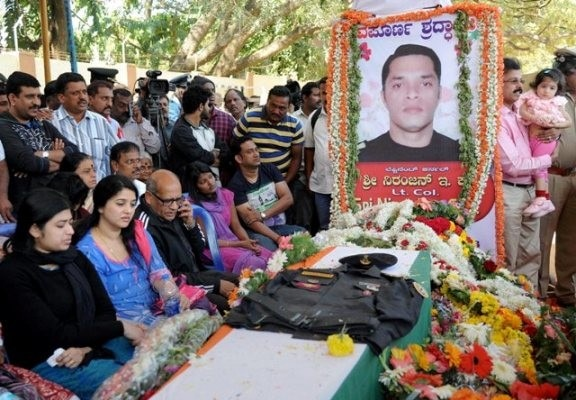 Hundreds Pay Tribute To Pathankot Martyr Lt Col Niranjan Kumar