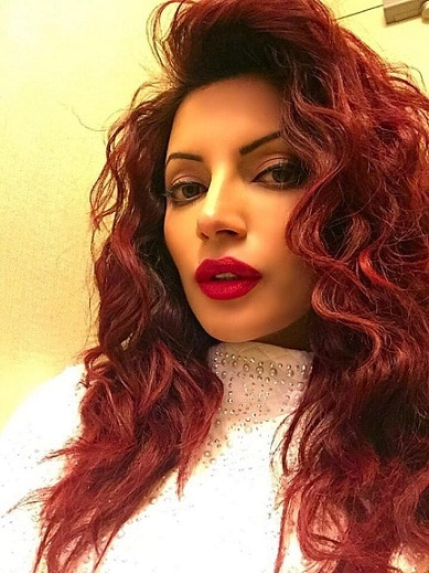 Tvs Simple Girl Shama Sikander Transformed Into A Hot Babe
