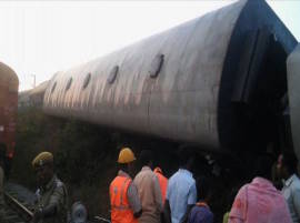 Kanyakumari - Bangalore Express derails, 10 injured