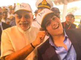 Modi pulls Akshay Kumar's son's ear, Akshay calls it proud moment