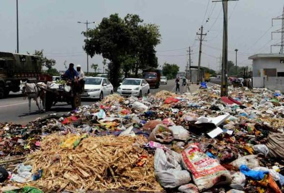 Delhi: Sanitation workers agree in HC to call off strike