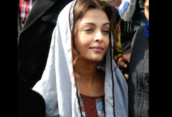 Aishwarya Rai visits Golden Temple for shooting