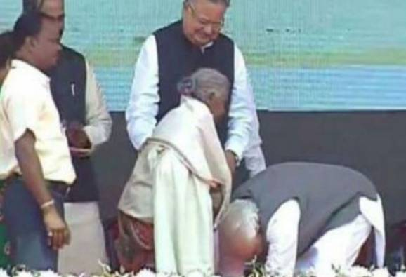 Modi touches feet of 104-year-old woman who sold her goats to build toilet at home