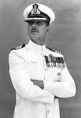 FIRST LOOK: Akshay Kumar looks decent and charming as a Navy officer in 'Rustom'