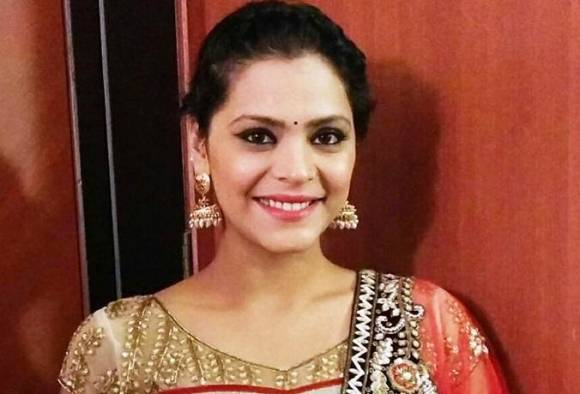 Anuja Sathe uses own jewellery for reel wedding