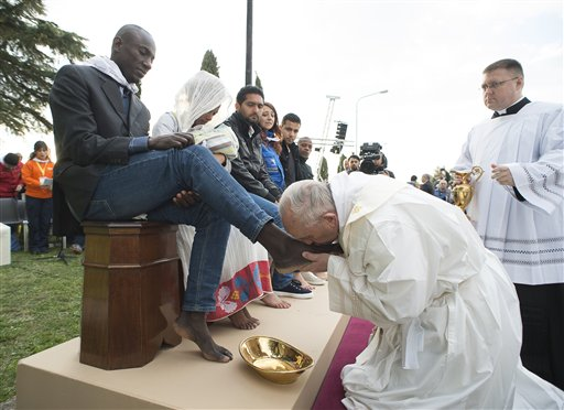 Pope Francis washes feet of Muslim migrants, says 'We are brothers'