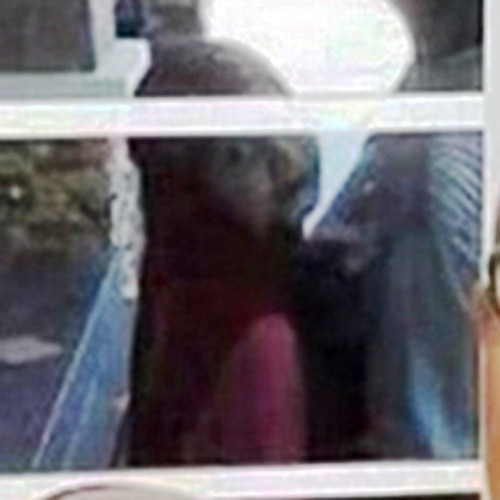 World's Creepiest Selfie Drives Internet Demented Over Ghostly Apparition