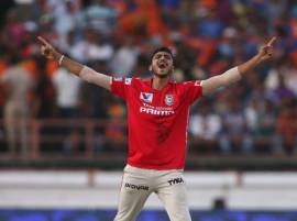 VIDEO: Watch Axar Patel take first hat-trick of IPL 9