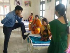 Chhattisgarh IAS officer Jagdish Sonkar goes for inspection, puts foot on hospital bed, pic goes viral
