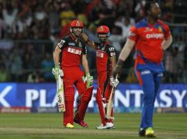 AB de Villiers takes Royal Challengers to final