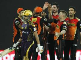 Sunrisers Hyderabad bowlers eliminate Kolkata Knight Riders