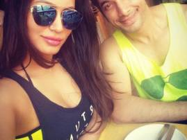 Is Ssharad Malhotra DATING this girl?